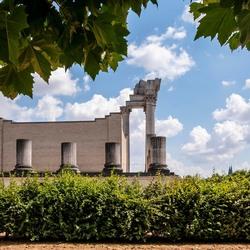 De achterzijde van de Romeins haventempel