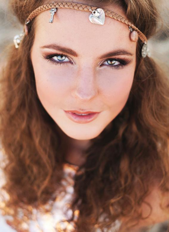 Bohemianthema - Ik heb met deze prachtige meid een bohemianshoot mogen doen, eerste keer reflectiescherm gebruikt wat een prachtige glinstering in haa