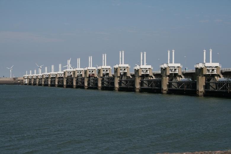 Stormvloedkering Oosterschelde - Beeld van de stormvloedkering in het naseizoen