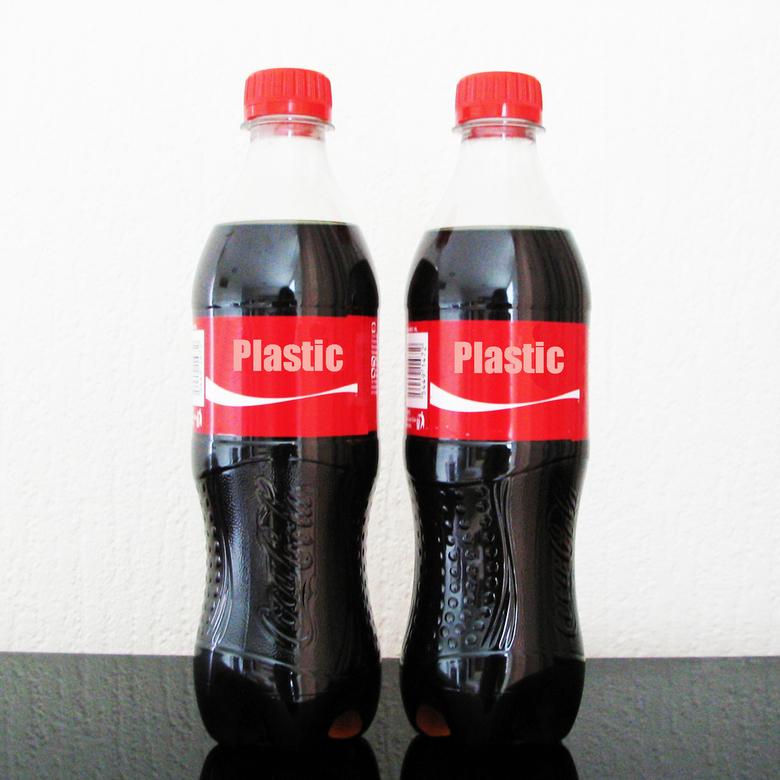 Plastic - Plastic wegwerpflessen zonder statiegeld.