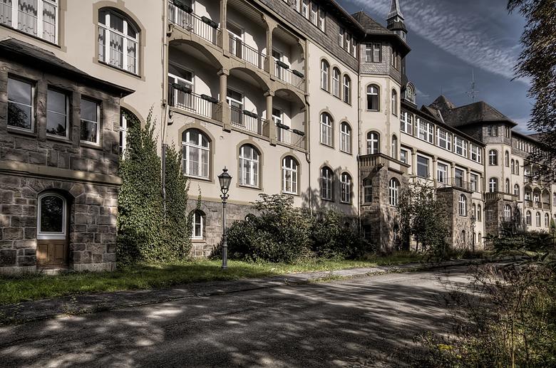 Krankenhaus 18 - 12 september ben ik samen met Wil naar dit enorme ziekenhuis geweest. De stroom deed het nog, lampen branden nog en de telefoons ging