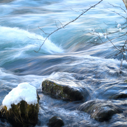 stromend water.jpg