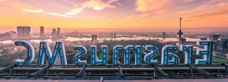 Panorama Erasmus MC - Wat heeft Rotterdam toch een fotogenieke skyline! Door middel van een grote mond (op een aardige manier) kom je heel ver. Bij he