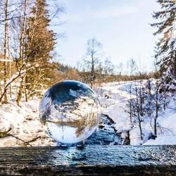 Glazen bal in ternell