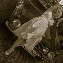 Posing Marilyn Monroe