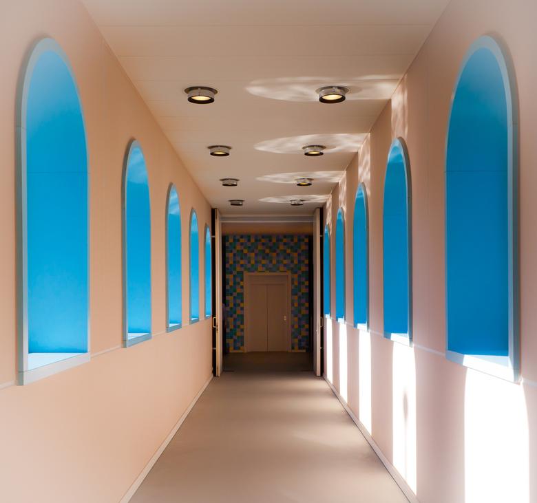 Hallway - Detail van het Groninger Museum. Heb wat storende zaken weggewerkt (nooduitgang bordje en dat soort zaken)