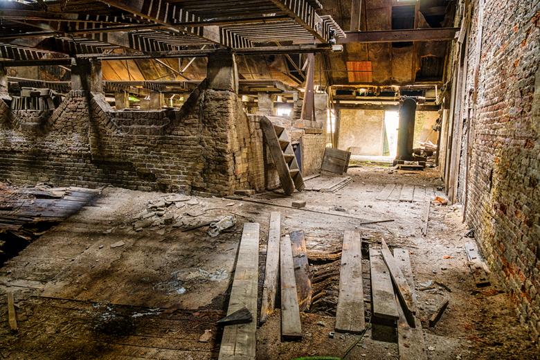 Verdieping - Weer een uit de oude fabriek waar ik ben geweest voor een urbex trip. Dit is op de eerste verdieping. De vloer links is helemaal ingestor