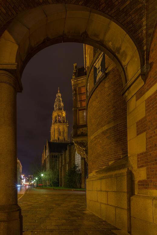 Groningen, doorkijkje naar de Martinitoren - Groningen. Doorkijkje naar de Martinitoren.