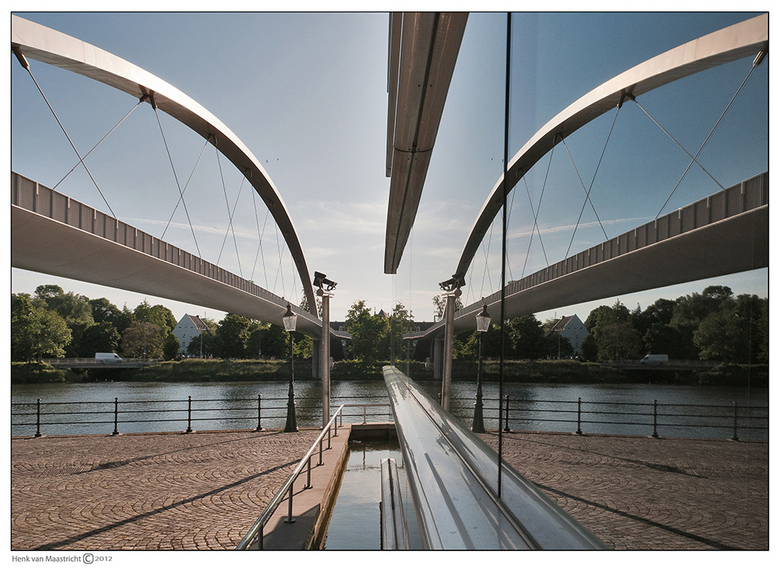 Maastricht-14 - De brug dubbel,was toch nuchter.