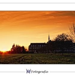 Klooster bij avondrood