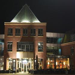 Gemeentehuis bij avond