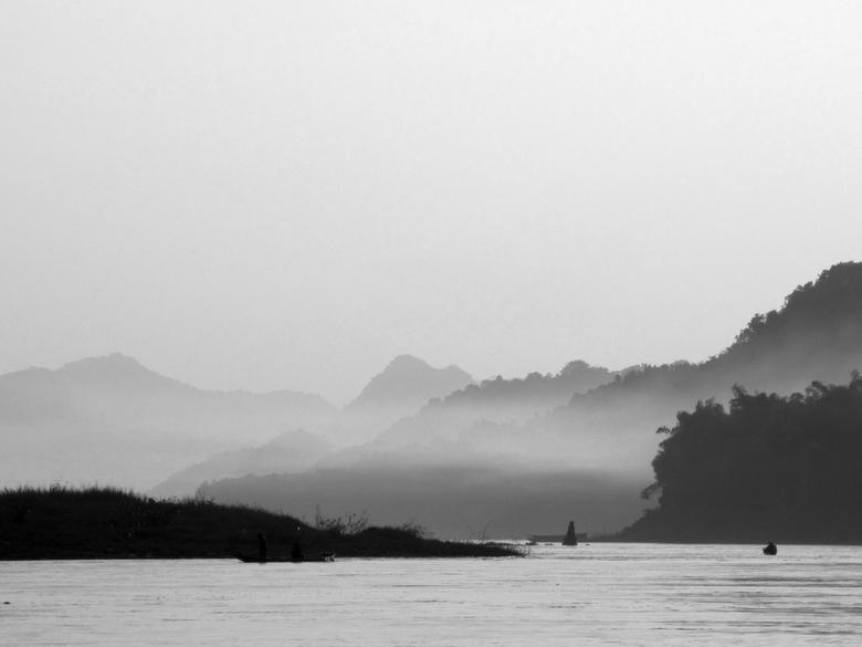 The Mekong black and white - Deze foto heb ik op de slowboat gemaakt toen ik onderweg was van de grens van Thailand naar Luang Prabang (Laos).<br />