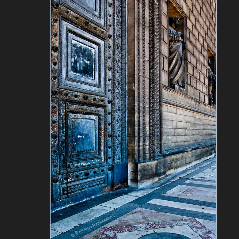 Parijs Egl.delaM 04 - Deze serie foto&#039;s is gemaakt in en bij de Eglise &#039;de la Madeleine&#039; in Parijs. <br /> Deze kerk wordt met name do