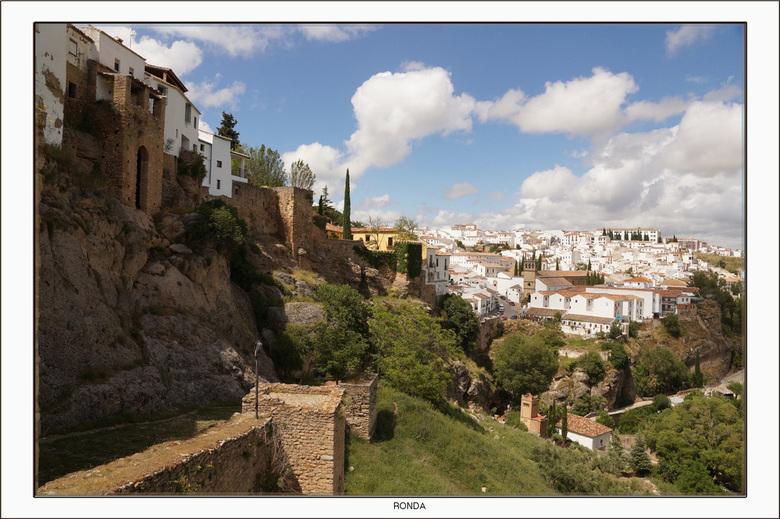 Ronda 2 - Ronda ligt in een bergachtig gebied in centraal Andalusië, zo'n vijftig kilometer landinwaarts van de Costa del Sol op ongeveer 750 met