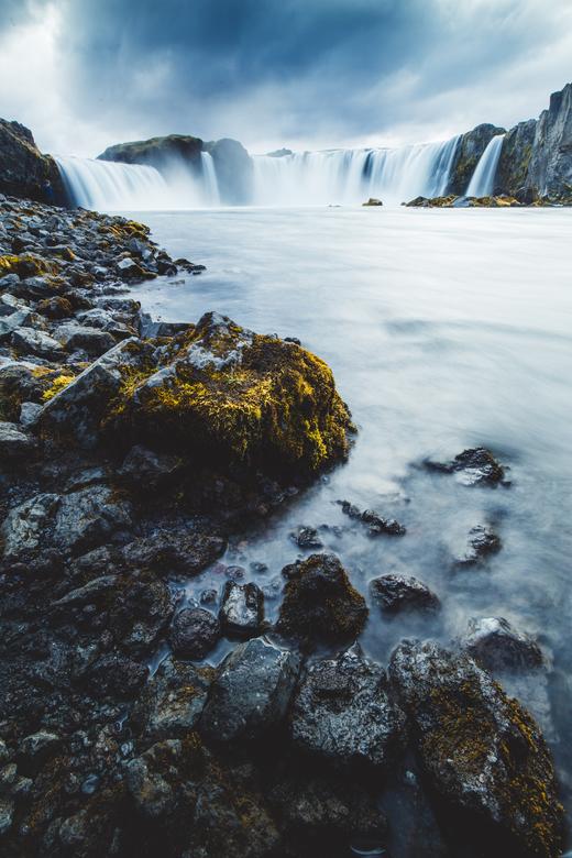 IJsland - Godafoss - <br /> IJsland staat natuurlijk bekend om zijn prachtige watervallen en niets leent zicht beter voor lange sluitertijden dan een
