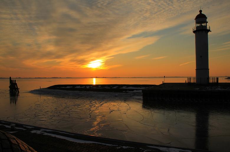 Ondergaande zon Hellevoetssluis - Tijdens een koud uitstapje , deze mooie plaat geschoten