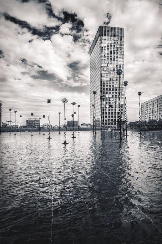 Reflect - Foto genomen in Parijs La Defense