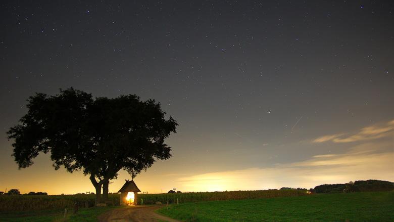 2018-09-07 22-12-55 - nacht mariakapel zenderen 16x9 - Na in Oostenrijk de sterren te hebben gefotografeerd in het echte donker, hier bij Borne/Zender