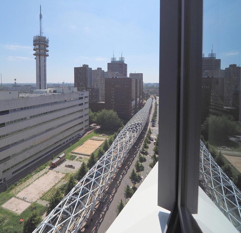Netkous 2 - Vanaf de Monarch Touwer..13e etage ..de ramen konden maar 10 centimeter open...beveiliging..het  objectief er  net  tussen ...