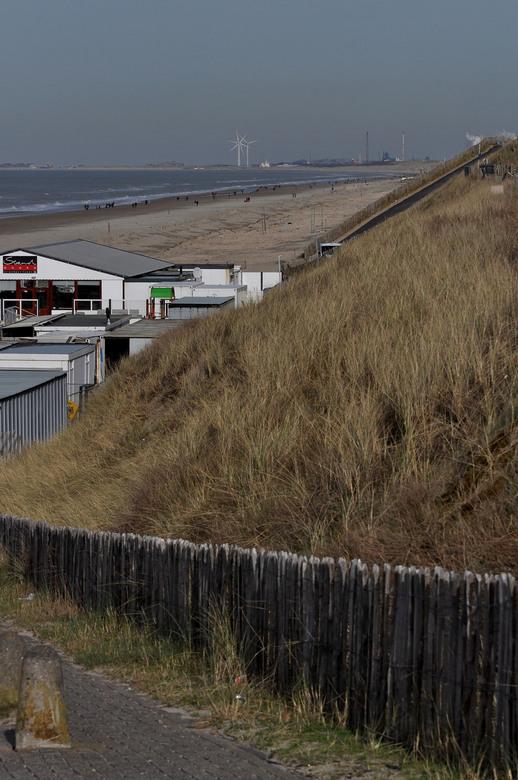 Kust Lijn - De strand tenten....nog weinig ,