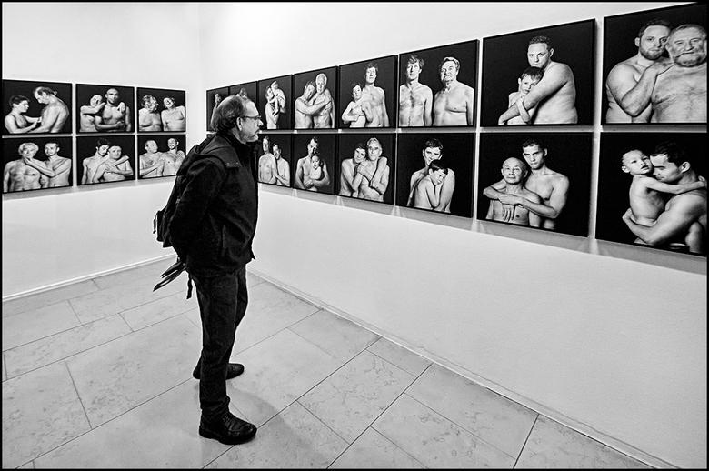Parijs 74 - Wanneer ik naar exposities ga, ben ik altijd zeer benieuwd wat ik er te zien krijg. Wat ik daarnaast interessant vind is, hoe kijken ander