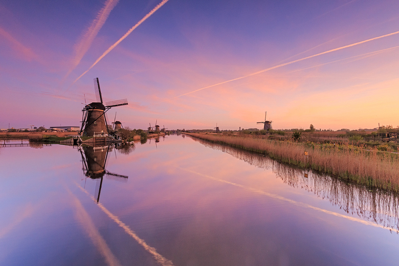 Zonsopgang bij Kinderdijk, Nederland