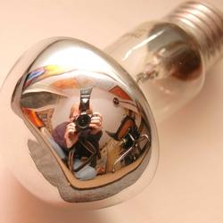 Zelfportret in spiegellamp