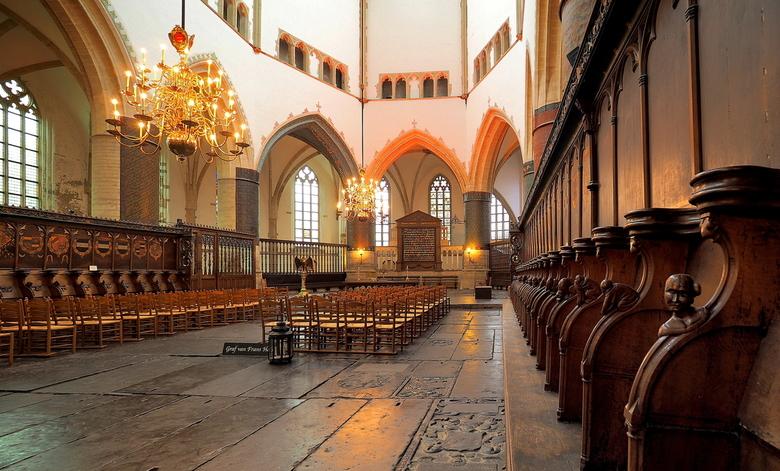 Hoogkoor - Tussen het  Koperen koor hek door...<br /> En Frans Hals zijn rustplaats ...<br /> Wel heel bijzonder deze plek