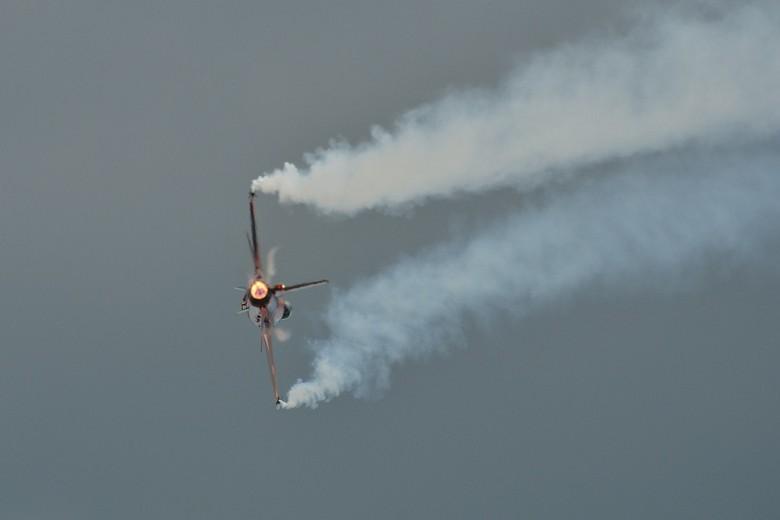 9Gs - Snelle bocht met F16, even max 9G-krachten