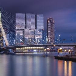Dreigend blauw uurtje in Rotterdam