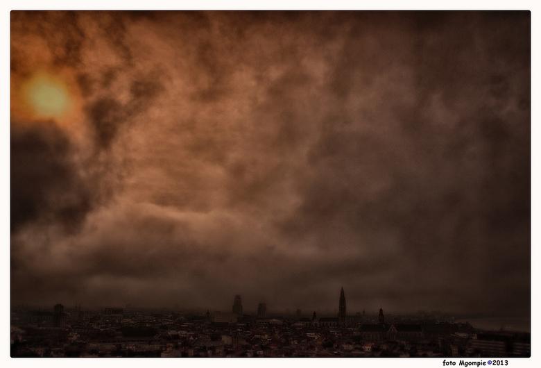 Anvers en brouillard - Een paar dagen even geen tijd gehad.....Van een paar weken geleden, Antwerpen in de mist met een waterig doorkomend zonnetje.Wa