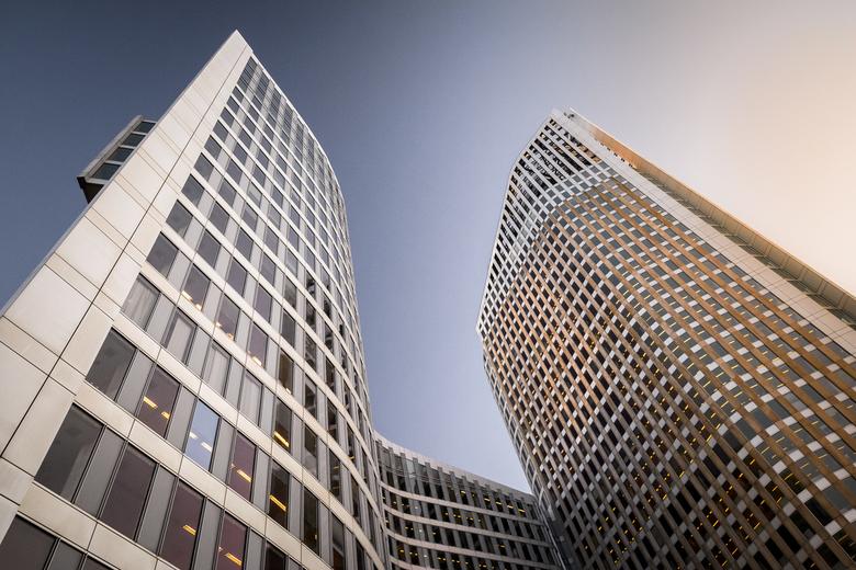 Flexwerk - Ik was voor een opdracht in Den Haag en liep toevallig langs mijn favoriete gebouw; De Hoftoren. De zon was net onder en de kleuren en het