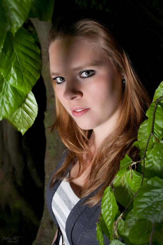 Eva 1 - Gisteravond met de crew naar Fraeylemaborg Slochteren geweest om o.a. te strobisten met modellen. Ik had onze 'huisbunnie' Eva meege