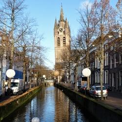 P1420712 Delft  scheve toren langs Oude Delft 22nov 2016