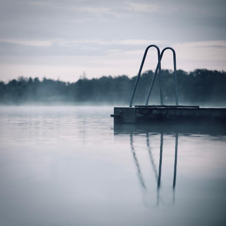 """meer - Na het """"metro-geweld"""" en wat meer minimalistische foto uit Zweden. Helaas was er geen plek zonder bos op de achtergrond. Daarom koos"""