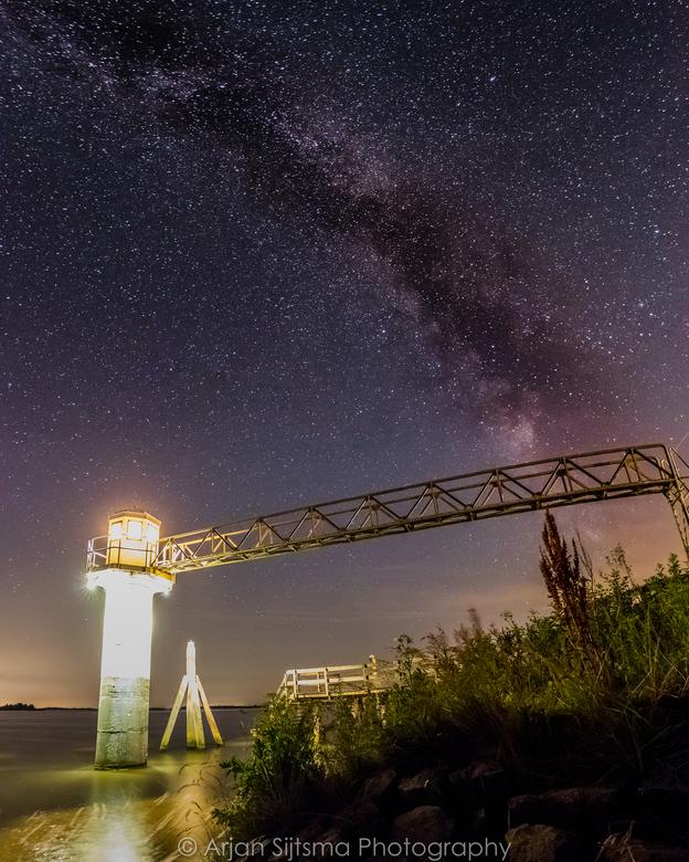 De Melkweg bij het vuurtorentje van Oostmahorn