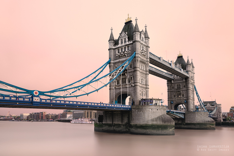 Tower bridge and red sky - Red sky over tower bridge, caused by Saharan dust in the air after hurricane Ophelia, London, United kingdom