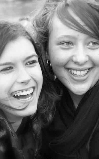 One of those days - 2 beste vriendinnetjes Jennifer&amp;Lindsey. Luvjullie²<br /> En als ik ze zo zie lachen krijg ik zelf ook een glimlach op m&#039