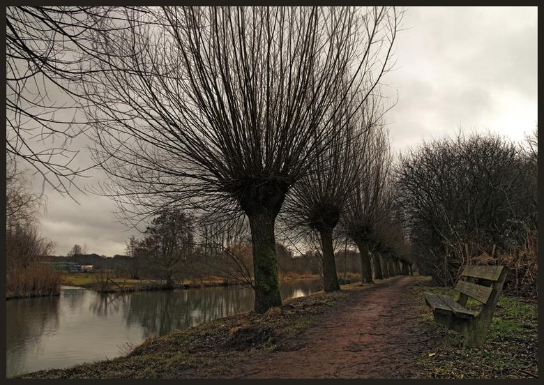 langs de Kromme Rijn - Een hdr van 4 belichtingen om nog wat tekening in de wolken te krijgen op een grijze en grauwe dag. <br /> Vorige week vrijdag