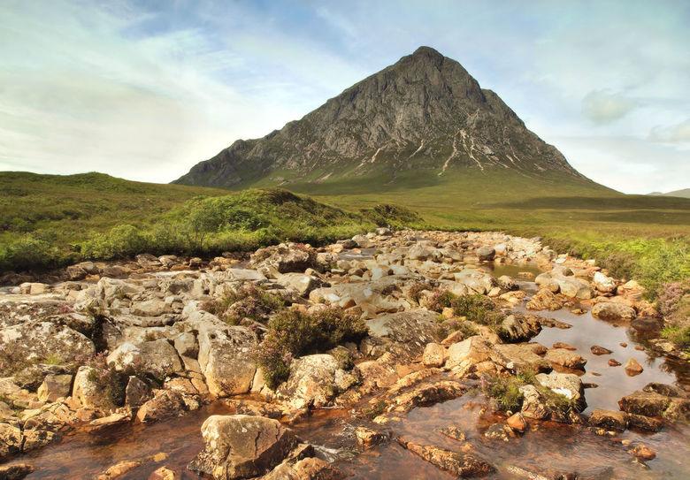 The great herdsman - Een foto van een vakantie in Schotland, 2012. Buchaille Etvive Mór (the great herdsman of etive) met op de voorgrond de River Cou