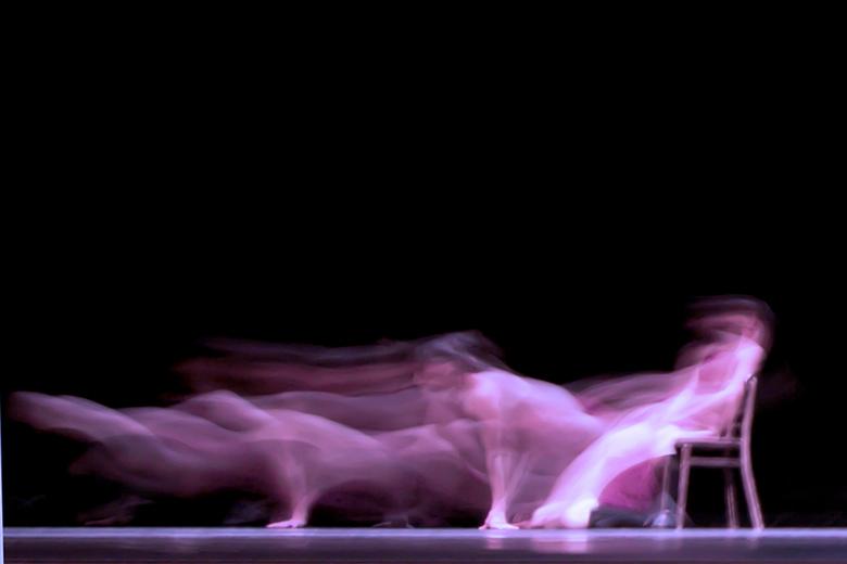 dancing in the dark - Dansvoorstelling Jos Vrouwenraets, foto genomen tijdens het Parcours, Maastricht.