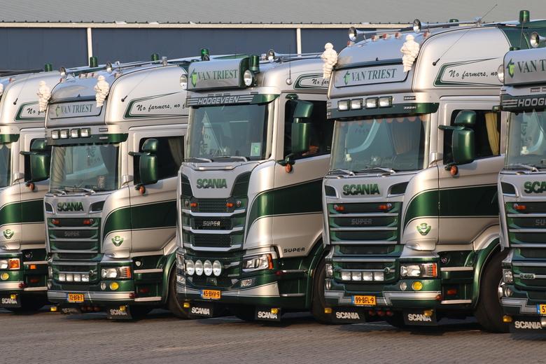 New kid in town - Na jaren wachten heeft Scania een nieuw model truck op de markt gebracht. <br /> Van Triest veevoeders in Hoogeveen is één van de e