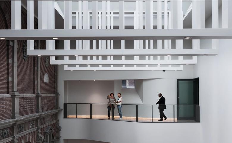 Oud-nieuw - Verbinding van oud naar nieuw in het Rijksmuseum.<br /> Gr. Hen