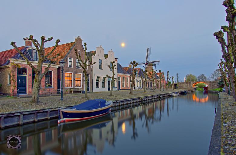 Sloten, Friesland - ISO100; f4, 1sec;