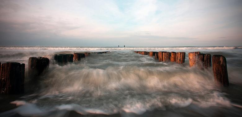 at the seashore - 2 - Opname gemaakt op een mooie zondagmiddag nabij Domburg. Domburg staat in de schilderswereld bekend om zijn mooie licht. Het veel