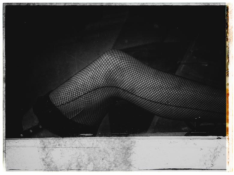 a knife, a woman's leg and fishnet nylons - groot zien aub<br /> <br /> <br /> dank voor alle waarderingen