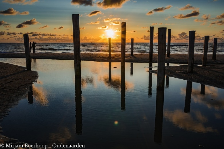 Palendorp bij zonsondergang -