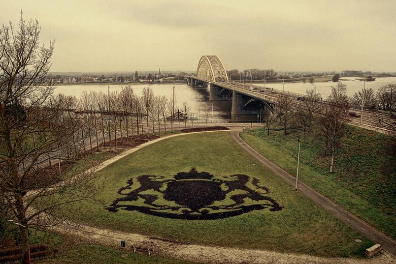 Waalbrug - De Waalbrug vanuit het Hunnerpark, Nijmegen, aan de overkant Lent.<br /> Op deze brug sta ik vrijwel dagelijks in de file naar mijn werk <