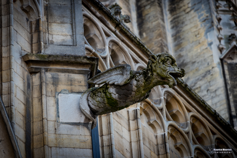 Versiering op kathedraal in Tongeren