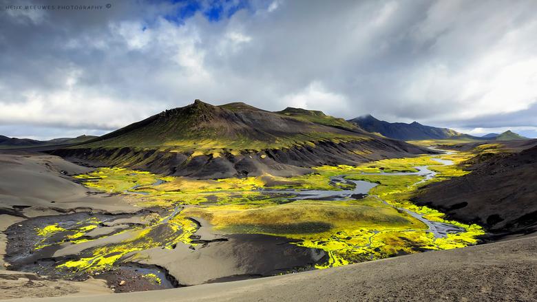 Yellowgreen river - IJsland